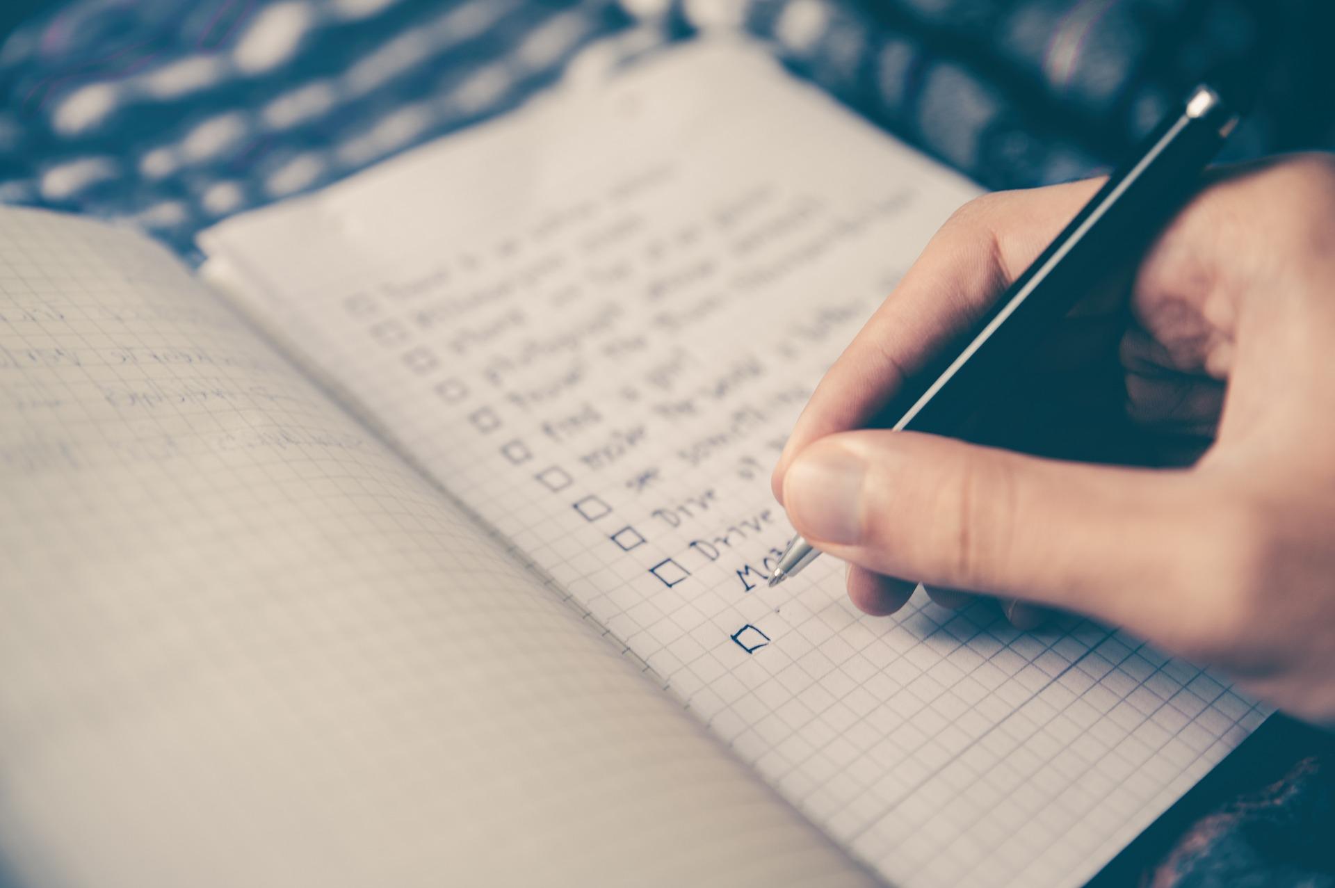 Foto eines Notizbuches mit einer Checkliste