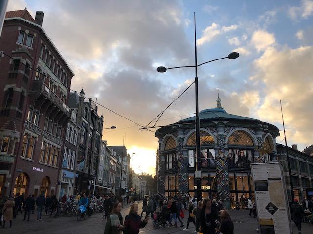 Bunte Einkaufspassage in Den Haag